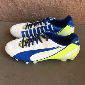 Boys Puma Evo Speed soccer cleats size 4.5